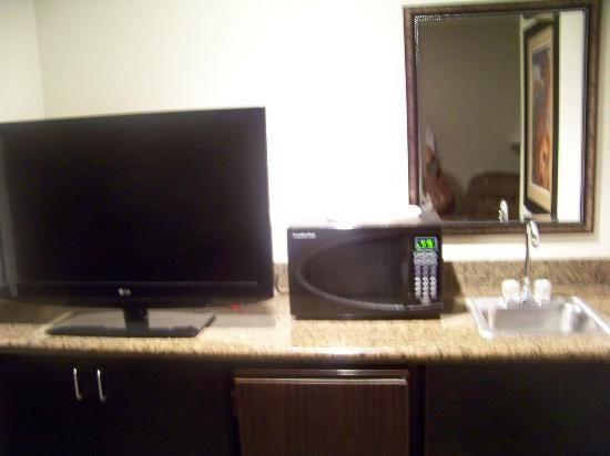 Holiday Inn Express North Platte: tv, microwave & mini fridge