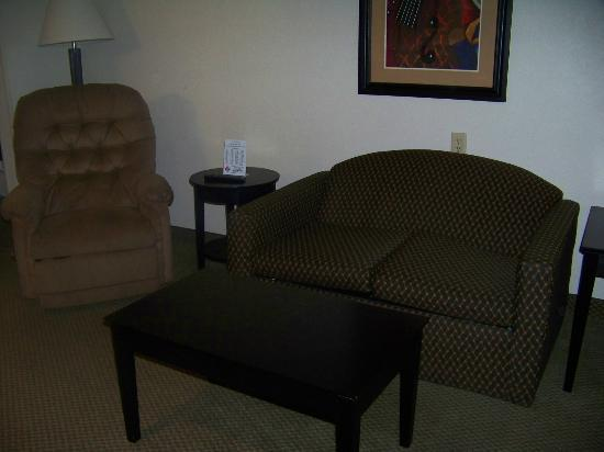 Holiday Inn Express North Platte: front room (suite)
