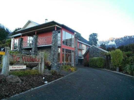 Distinction Fox Glacier, Te Weheka Boutique Hotel: Distinction Fox Glacier Hotel - Great Location