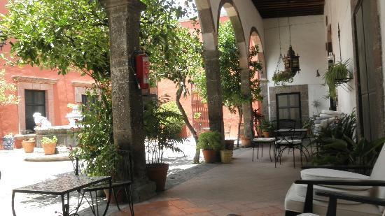 Casa Carmen: Courtyard