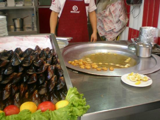 Turkish Flavours: Stuffed Mussles and Fried Mussles sold on the street.