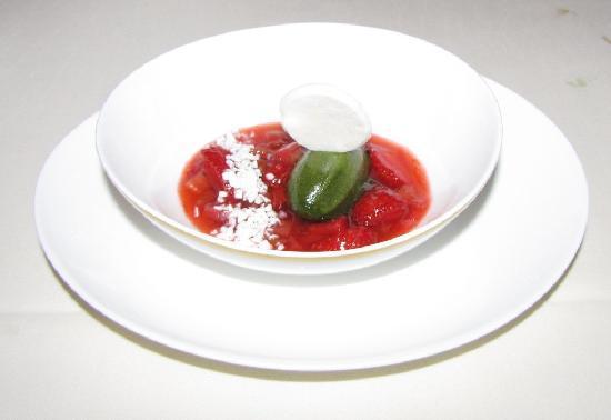 Restaurant Haerlin : strawberry rhubarb rote grütze