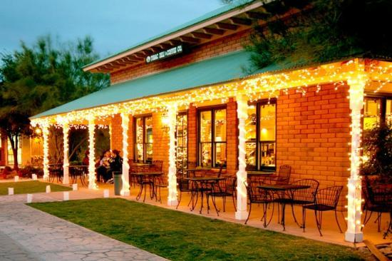 Tubac Deli & Coffie Co: Tubac Deli & Coffee Co. During Christmas