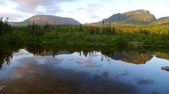 Gros Morne National Park: Gross Morne (left)