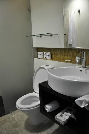 Hotel El Punto: Baño