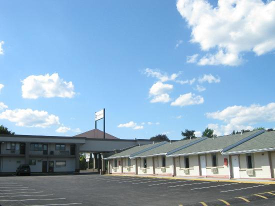 Knights Inn Philadelphia/Trevose: Love The Setup Of The Parking Lot