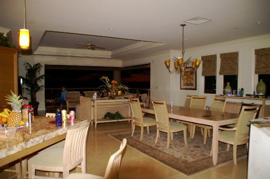 Ho'olei at Grand Wailea: Kitchen / Dining / Living / Patio of corner unit