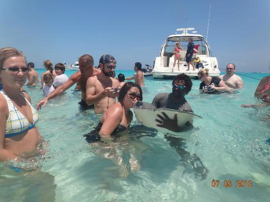 Harbour Heights: kissing the stingray for 7 years of good luck!