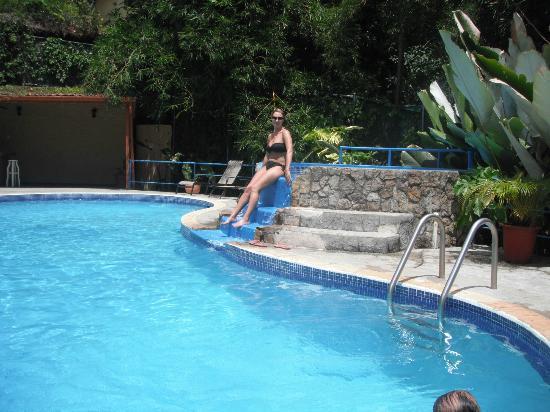 Hotel Villas El Parque: pool and cool tub