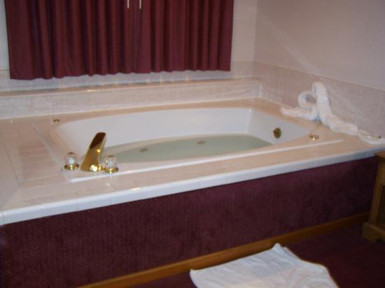 Hall of Fame Hotel: Big Jacuzzi