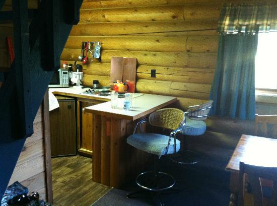 Diamond T Ranch: Kitchen/dining in Cabin #1
