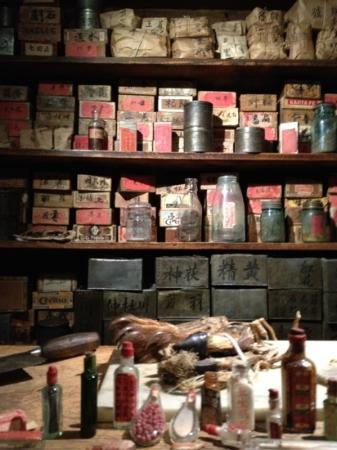 Kam Wah Chung and Company Museum: behind the doctors counter