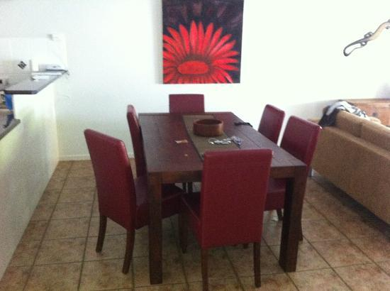 The Villas Palm Cove: Dining table