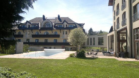 Boswarth Seminarhotel Lengbachhof: View of hotel from the garden
