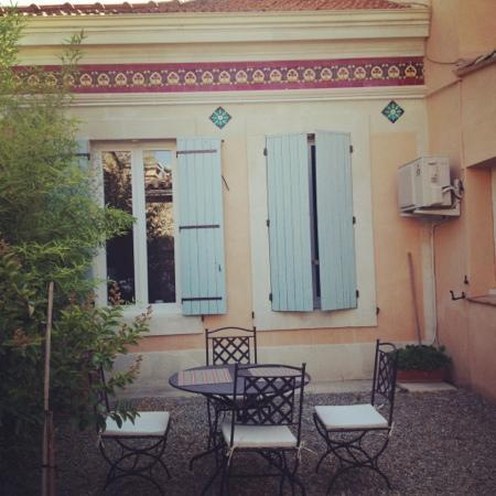 Hôtel Saint Anne : Courtyard for breakfast