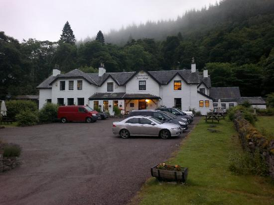 Glenmoriston Arms Hotel: The view from the street