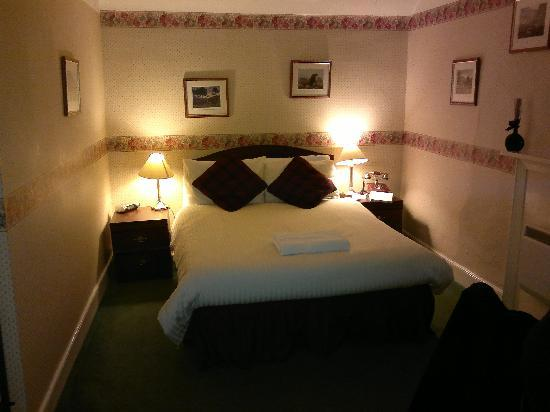 Glenmoriston Arms Hotel: Our room