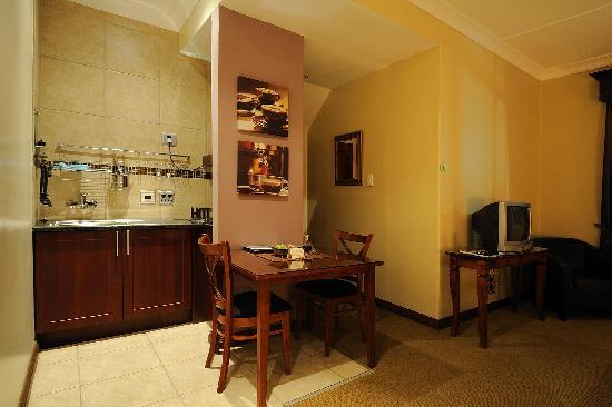Scott's Manor Guesthouse and Conference Centre: Selfcatering Room
