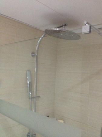 Tasia Maris Beach Hotel and Spa: Fantastic shower