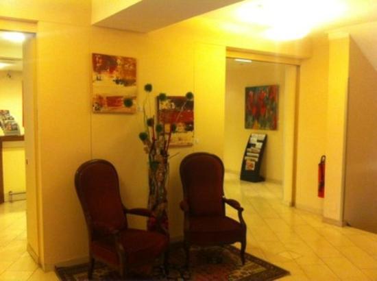 Hotel Alpha: Lobby