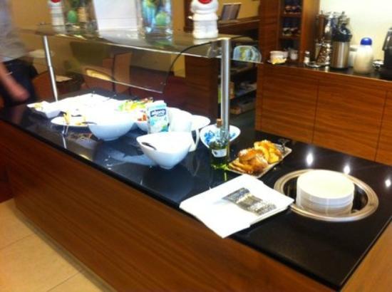 Hotel Alpha: Frühstücksbuffet