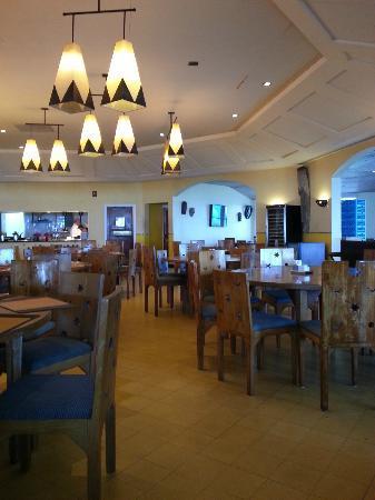 Club Med Columbus Isle: sala da pranzo e cena al ristorante centrale