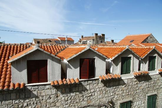 Royal Suites: Lovely view to tiled roofs