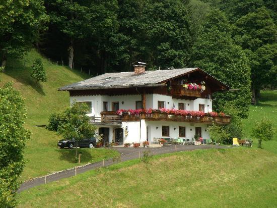 Dachstein Sudwand: The new building seen from Bauernhof