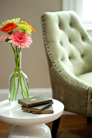 Woods Hole Inn: Little details make a modern statement.