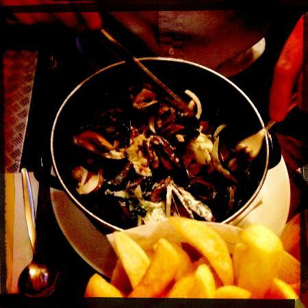 The Belgian Monk: BIG Pot of Mussels