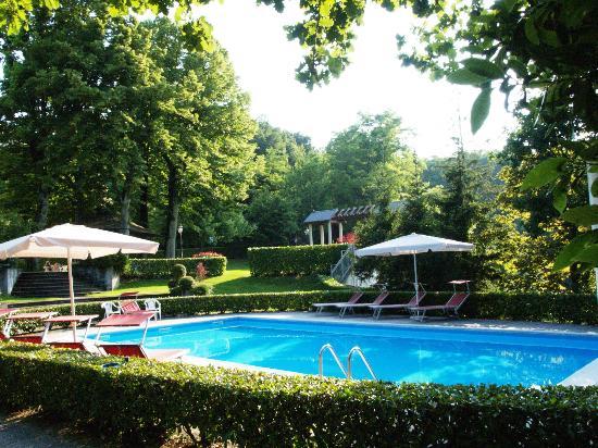 piscina - Picture of Park Hotel Fantoni, Tabiano - TripAdvisor