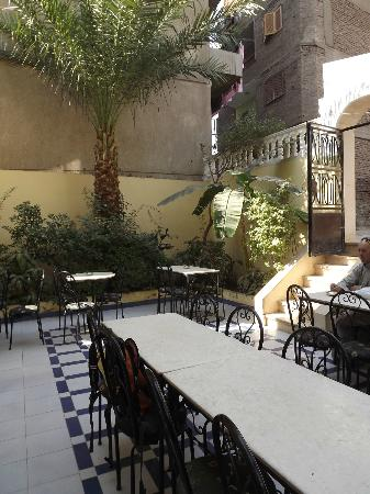 Little Garden Hotel: Courtyard