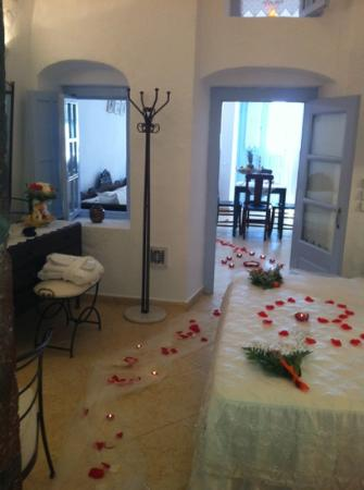 Lithies Traditional Homes: Maria decorated our home on our wedding day