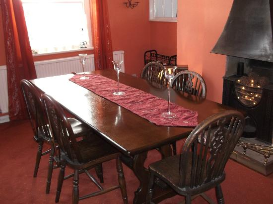 Mill House Bed and Breakfast: cosy dining room