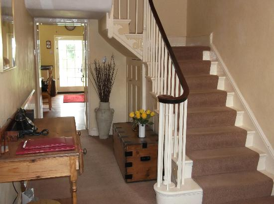 Mill House Bed and Breakfast: entrance hall