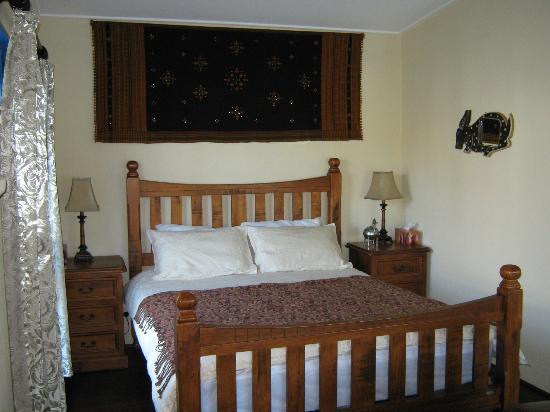 Spicy Oasis: Seductive Saffron's romantic bedroom