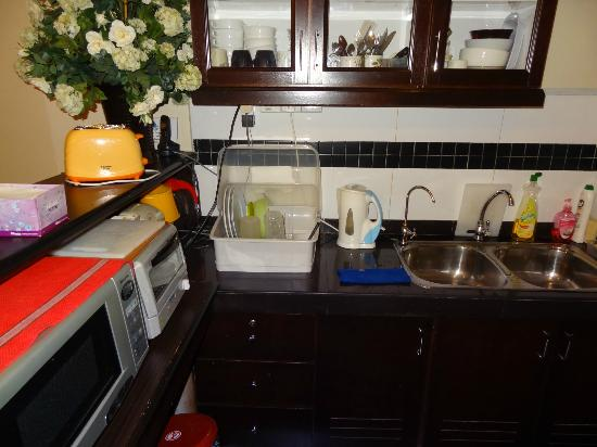 Hotel Eden54: kitchenette for guest use