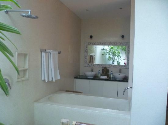Villa Vanilla Bali: Main Bathroom