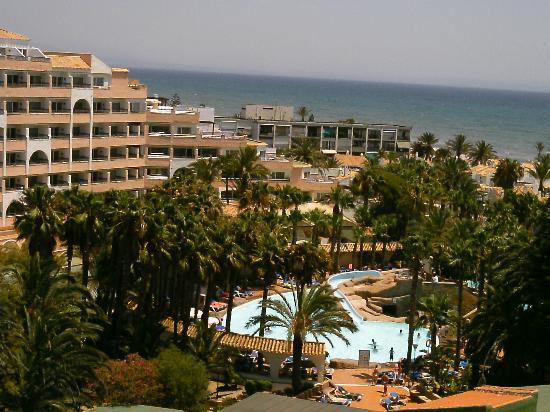 Playasol Spa Hotel: Vista del recinto de piscina desde el balcón de la habitación