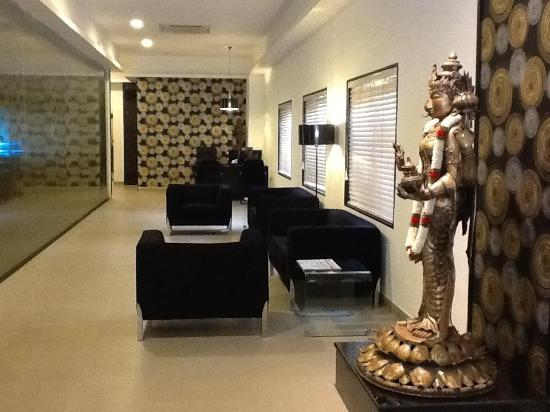 Star City Hotel & Serviced Apartments: Lounge Entrance