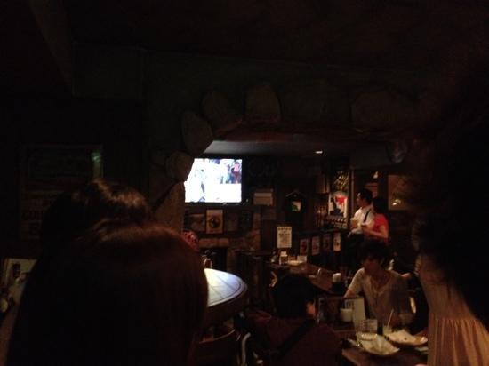 Irish Pub The Morrigan's: 観戦中