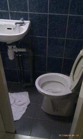 Central Hotel: Look how small the area for toilet