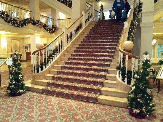 Disneyland Hotel: Hall principal.