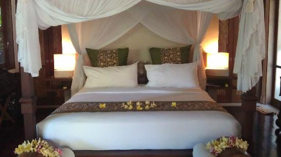 Jamahal Private Resort & SPA: Four poster bed