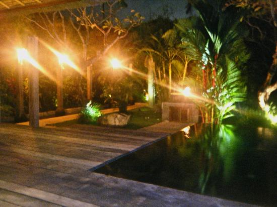 Jamahal Private Resort & SPA : Outside area of villa at night