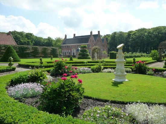 Uithuizen, Holandia: Menkemaborg formal garden