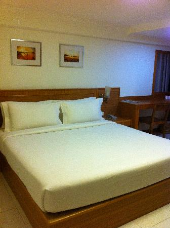Muanmanee Boutique Hotel : ที่นอนใหญ่นอนสบาย