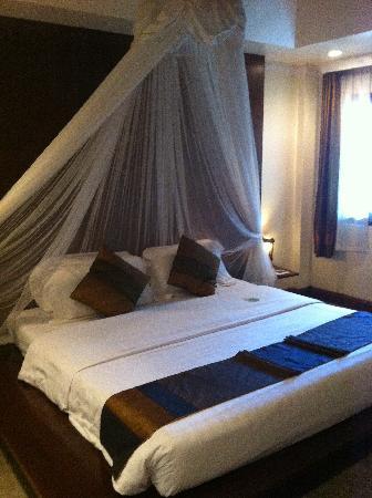B2 Ayatana Premier Hotel & Resort: เตียงนอน
