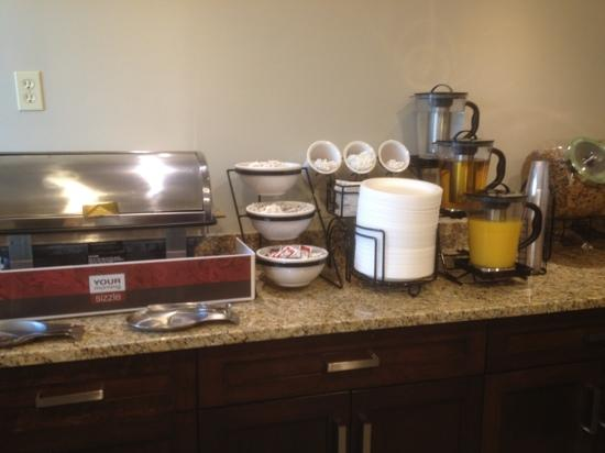 Comfort Inn & Suites Calgary Airport: Breakfast area