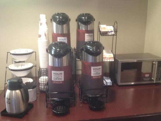 Comfort Inn & Suites Calgary Airport: Coffee station